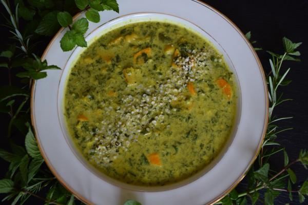 Spinat-Suppe-mit-Kichererbsen-und-Kurkuma
